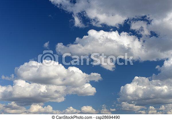 Cielo azul con nubes - csp28694490
