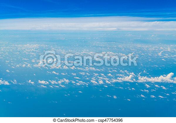 Cielo azul con nubes. - csp47754396