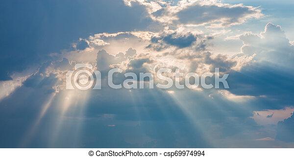 Cielo azul con nubes - csp69974994