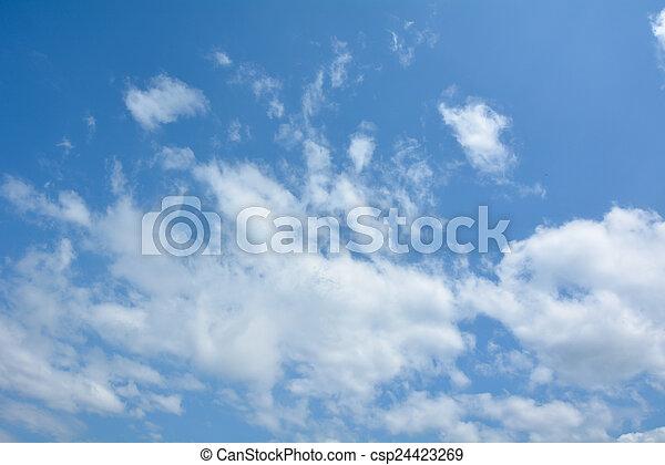 Cielo azul con nubes - csp24423269