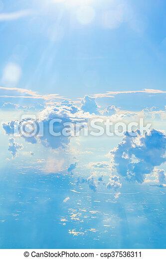 Cielo azul con nubes - csp37536311