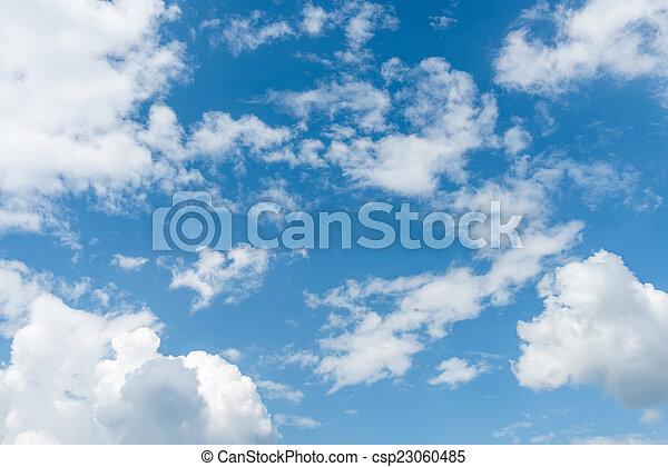 Cielo azul con nubes - csp23060485