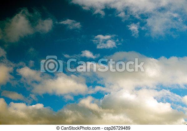 Cielo azul con nubes - csp26729489