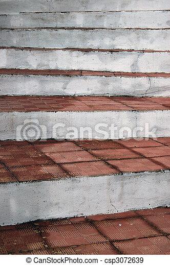 Imágenes de unas viejas tejas de arcilla apiladas - csp3072639