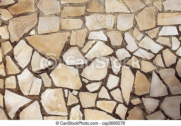 Piso de piedra masónica en el parque - csp3695578