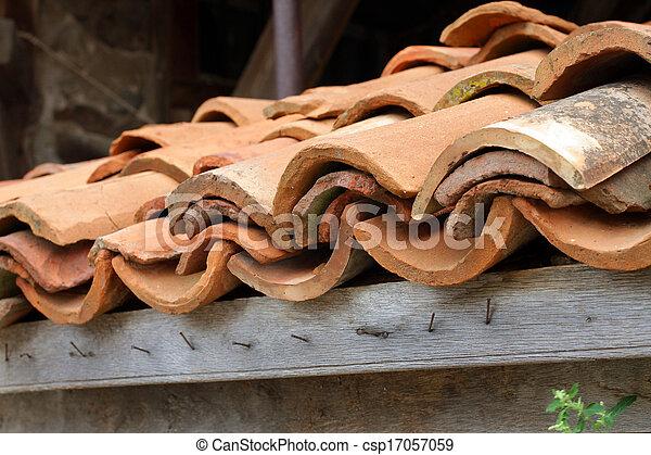 Viejas baldosas de arcilla - csp17057059