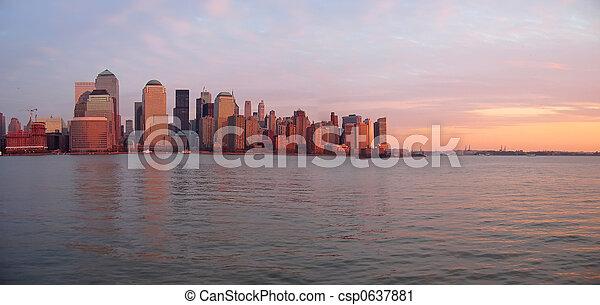 bâtiment, bateau, panorama, ciel, gratter, rivage, coucher soleil, new york, ligne - csp0637881