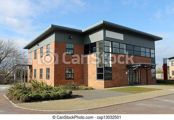 Bâtiment moderne bureau. bâtiment disponible bureau
