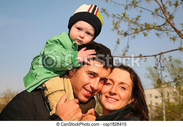 bébé, épaules, 3, famille - csp1828415