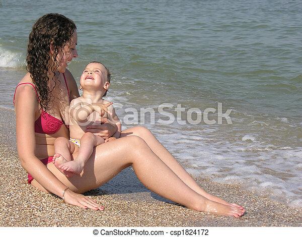 bébé, plage, mère - csp1824172