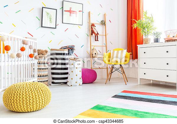 Bébé, pouf, jaune, chambre à coucher. Jaune, chambre à coucher, bébé ...