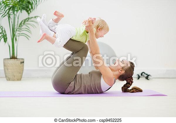 bébé sain, gymnastique, confection, mère - csp9452225