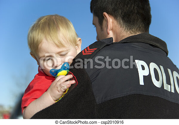 bébé, tient, gendarme - csp2010916