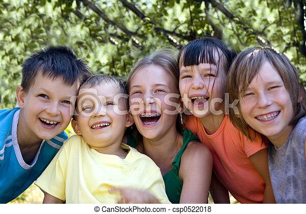 børn, glade - csp0522018