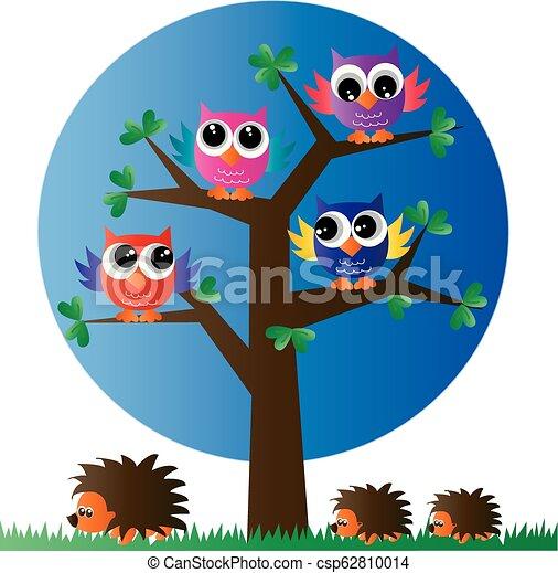 Lechuzas coloridas en un árbol - csp62810014