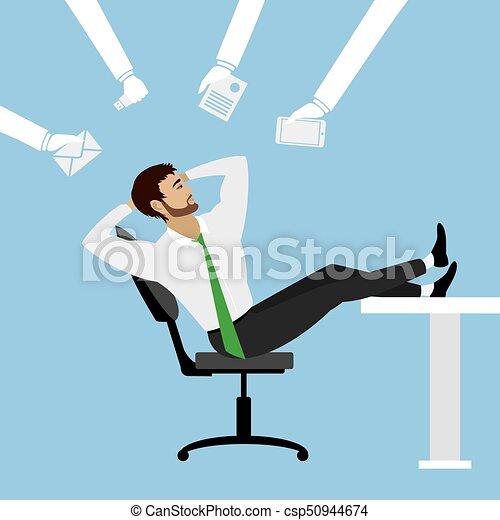 Cartoon Businessman entspannen sich auf dem Stuhl im Büro. - csp50944674