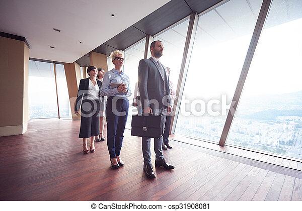 Geschäftsmannsgruppe im Büro - csp31908081