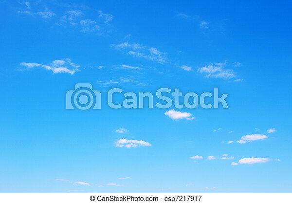 błękitne niebo - csp7217917