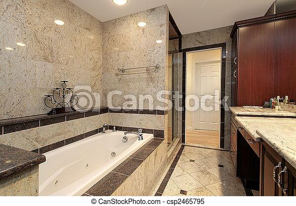 Baño maestro con bañera de mármol - csp2465795