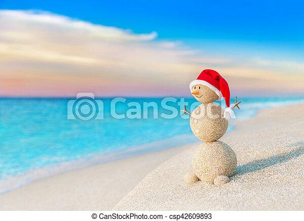 bałwan, morze, kapelusz, zachód słońca, święty, plaża, boże narodzenie, czerwony - csp42609893