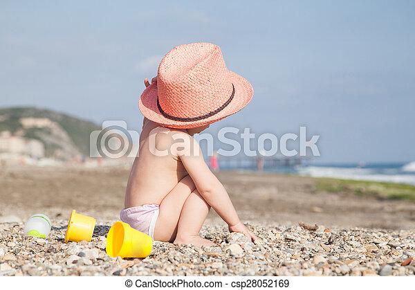 Baby in hat - csp28052169