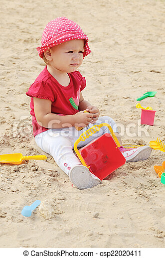 baby in sand - csp22020411