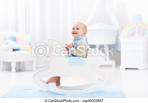baby junge pferd spielzeug rockender reizend farbe bilder fotografien und foto. Black Bedroom Furniture Sets. Home Design Ideas