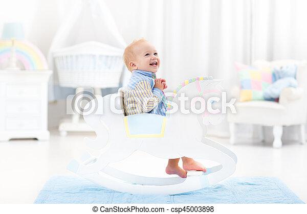 baby junge pferd spielzeug rockender reizend farbe stockfotos suche foto clipart. Black Bedroom Furniture Sets. Home Design Ideas