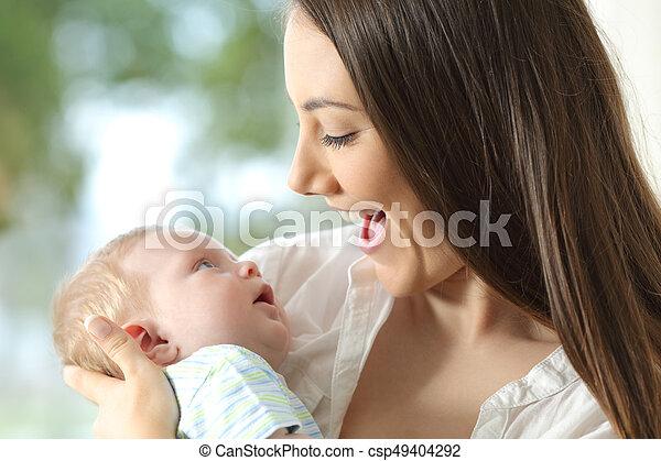 baby, vrolijke , vasthouden, haar, moeder - csp49404292