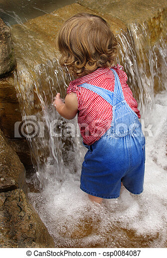 Baby water play - csp0084087