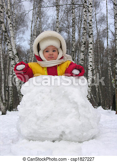 baby with snowball - csp1827227