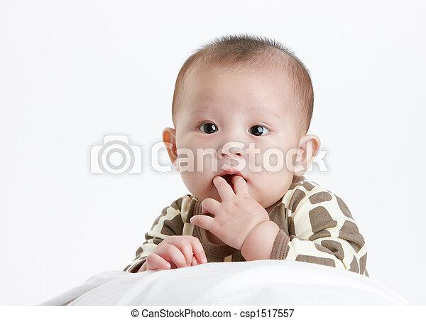 baby, zich verwonderend over - csp1517557