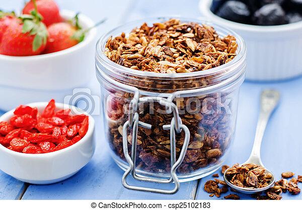 bacche, goji, fragole, granola, noci - csp25102183