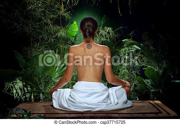 backview, 女, すてきである, 若い, ジャングル - csp37715725