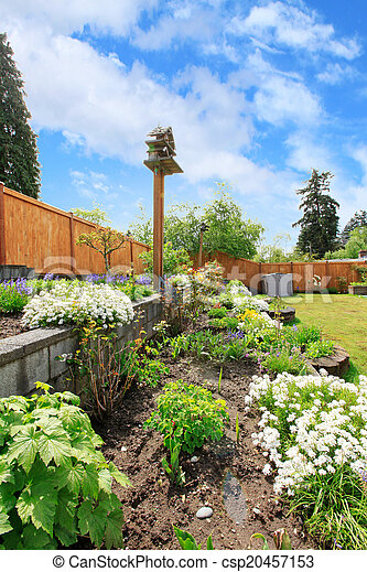 Backyard Landscaping Flower Beds Fenced Backyard With Lawn
