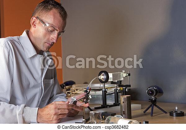 badacz, chodząc, samiec, okulary bezpieczeństwa - csp3682482