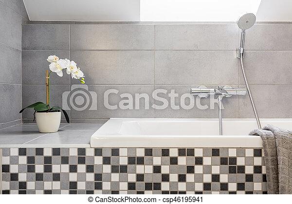 Badfliesen, mosaik, grau. Badezimmer, badewanne, fliesenmuster ...