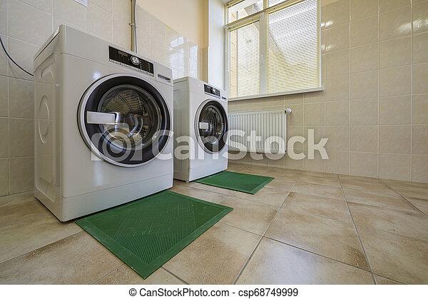 bagno, industriale, lavaggio, stanza, mats., moderno, gomma, pavimentato, pulito, nuovo, isolamento, bucato, o, macchine - csp68749999