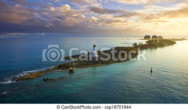 Nassau, Bahamas al amanecer - csp18701844