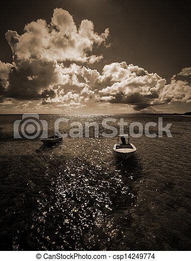 Barcos blancos y negros en las Bahamas - csp14249774