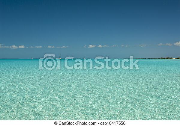 Aguas serenas de las Bahamas Cat Island - csp10417556