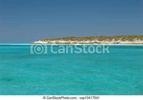 Aguas serenas de las Bahamas Cat Island - csp10417541