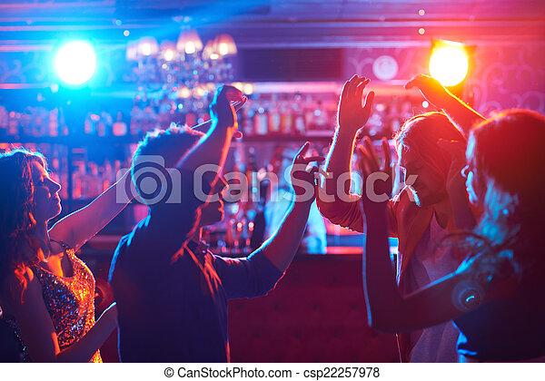 Gente bailando - csp22257978