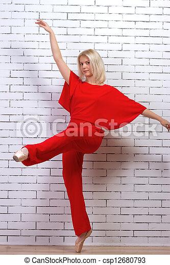 bailarín de ballet clásico, (ballerina), bailando - csp12680793