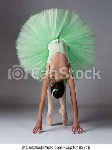 Mujer bailarina de ballet - csp16193716