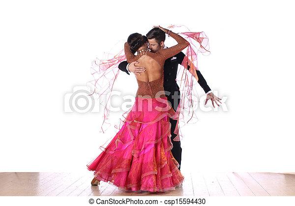 Bailarines latinos en el salón contra fondo blanco - csp15594430