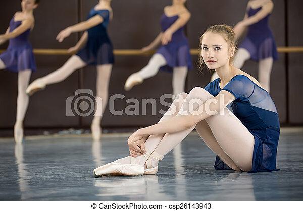 Clase de baile - csp26143943