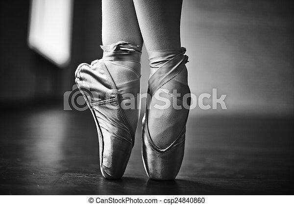 baile, elegante - csp24840860