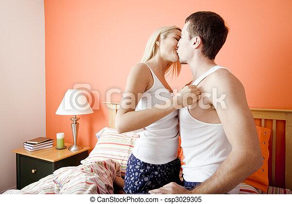 Couple mexicain baise au lit