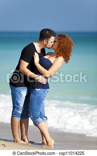 baisers, couple, plage., jeune - csp11014225